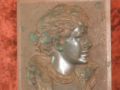 Ellen Terry bronze plaque detail picture
